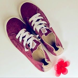 Roxy-canvas tie tennis shoes..